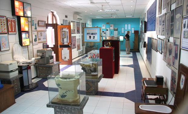 sulabh toilet museum delhi location attraction