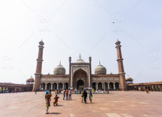 list of famous mosques/dargah in delhi